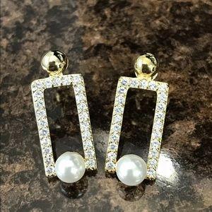 Ashlynn Avenue Nile Pearl In A Box Earrings.